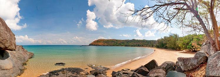 3. Dam trau beach