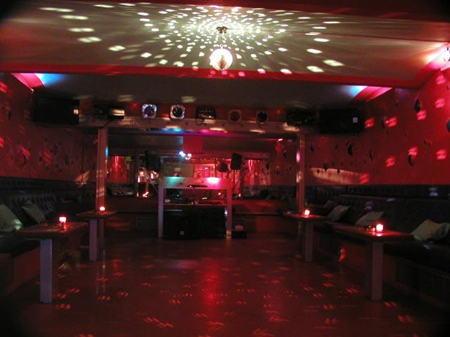 top5_clubs_praag_chapeau_rouge