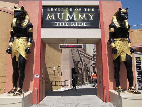 revenge-of-the-mummy-achtbaan